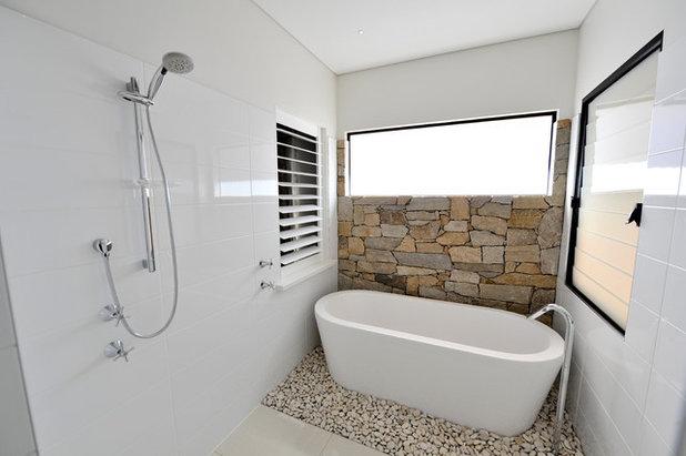 Modern Badezimmer by Sam Davison Interiors