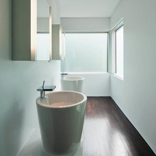 Contemporary Bathroom by Christopher Simmonds Architect