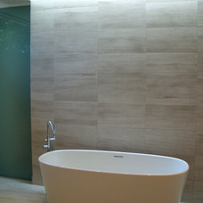 Contemporary Bathroom by PINNELLA KAHNG architecture studio LLC