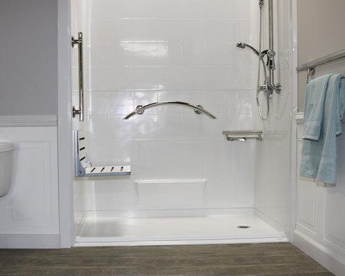 Badezimmer mit Linoleum und bodengleicher Dusche Ideen, Design ...