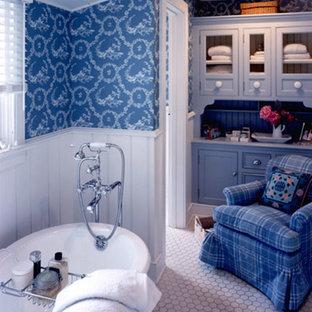 Идея дизайна: ванная комната в стиле кантри