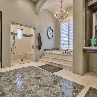 Свежая идея для дизайна: огромная главная ванная комната в классическом стиле с фасадами с выступающей филенкой, темными деревянными фасадами, накладной ванной, душем в нише, раздельным унитазом, бежевой плиткой, плиткой из травертина, серыми стенами, полом из травертина, врезной раковиной, бежевым полом и душем с распашными дверями - отличное фото интерьера