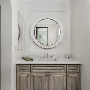 Idées déco pour une très grande douche en alcôve principale romantique avec un placard avec porte à panneau surélevé, des portes de placard marrons, une baignoire indépendante, un WC séparé, un carrelage multicolore, des carreaux de miroir, un mur multicolore, un sol en carrelage de porcelaine, un lavabo encastré, un plan de toilette en marbre, un sol multicolore, une cabine de douche à porte battante et un plan de toilette multicolore.