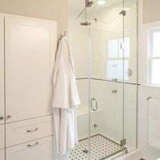 Traditional Bathroom by DK Studio