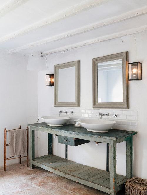Salle de bain avec un sol en carreau de terre cuite for Salle bain carrelage metro