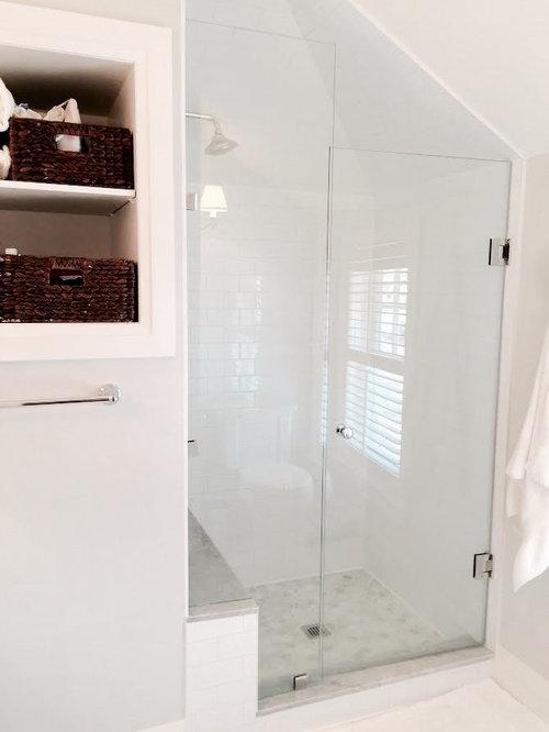 badezimmer mit roten schränken und schrankfronten im shaker-stil, Hause ideen