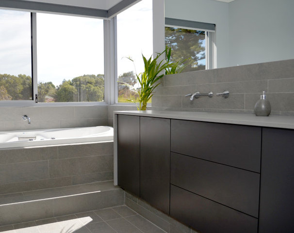 Contemporary Bathroom by Jennie Hunt