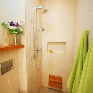 Example of a minimalist bathroom design in Chicago