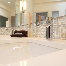 Midcentury Bathroom by ID by Gwen