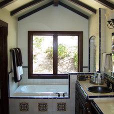 Mediterranean Bathroom by Studio 2G Architects