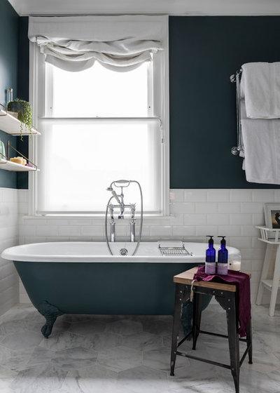 Классический Ванная комната by Imperfect Interiors