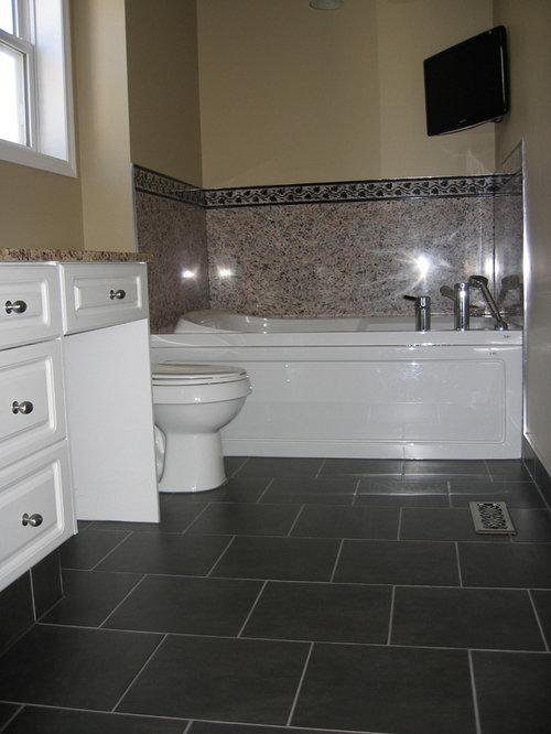 badezimmer mit granit waschtisch und schwarzen w nden. Black Bedroom Furniture Sets. Home Design Ideas