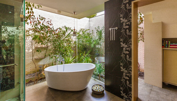 Contemporary Bathroom by Kumar Moorthy & Associates