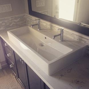 Exemple d'une grand douche en alcôve principale chic avec un placard avec porte à panneau encastré, des portes de placard en bois sombre, un carrelage gris, un carrelage blanc, des carreaux en allumettes, un mur blanc, un sol en contreplaqué, une grande vasque et un plan de toilette en quartz.