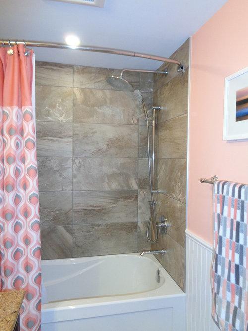 Bagno Marrone Beige: Progettazione beige e marrone del bagno fotografia stock.