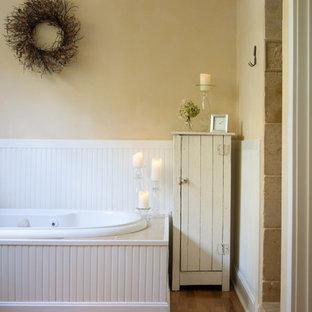Inspiration for a farmhouse bathroom remodel in Cincinnati