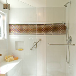 Example of a trendy alcove shower design in Seattle with white walls