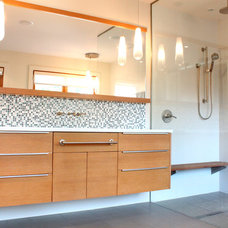 Contemporary Bathroom by One SEED Architecture + Interiors