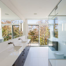 Modern Bathroom by Christopher Simmonds Architect