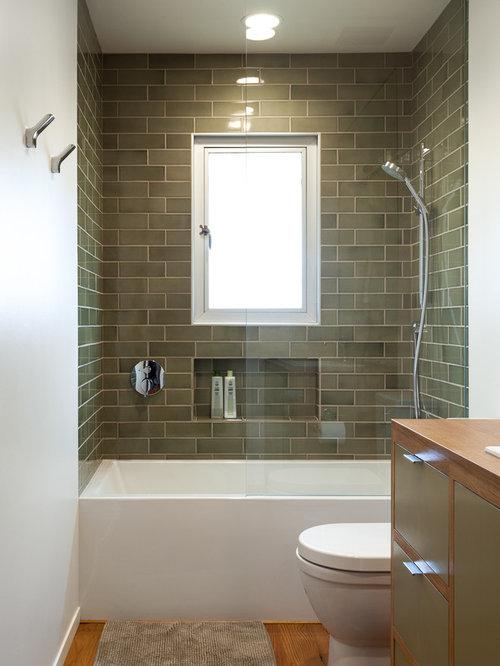 mid century badezimmer mit badewanne in nische design ideen beispiele f r die badgestaltung. Black Bedroom Furniture Sets. Home Design Ideas