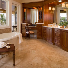 Traditional Bathroom by Murray Homes