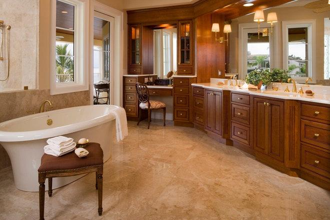 Traditional Bathroom by Murray Homes