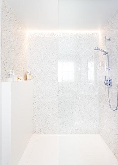 Transitional Bathroom by Narratif