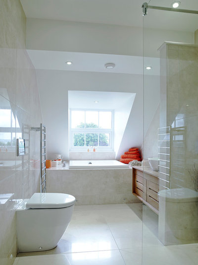 Transitional Bathroom by SAPPHIRE SPACES l bulthaup Exeter