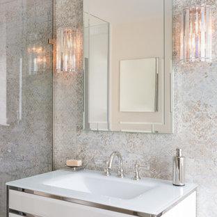 Esempio di una stanza da bagno padronale moderna di medie dimensioni con ante di vetro, ante bianche, vasca con piedi a zampa di leone, doccia ad angolo, piastrelle multicolore, lavabo a consolle, top in vetro e porta doccia a battente