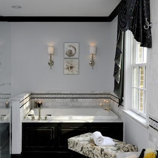 Ispirazione per una stanza da bagno classica con piastrelle diamantate