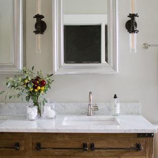 Идея дизайна: главная ванная комната среднего размера в стиле современная классика с фасадами островного типа, искусственно-состаренными фасадами, отдельно стоящей ванной, душем в нише, раздельным унитазом, серой плиткой, керамогранитной плиткой, серыми стенами, полом из керамогранита, врезной раковиной, мраморной столешницей, серым полом, душем с раздвижными дверями и белой столешницей