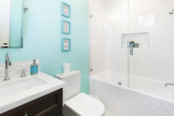 Mediterranean Bathroom by SINGLEPOINT DESIGN BUILD INC.