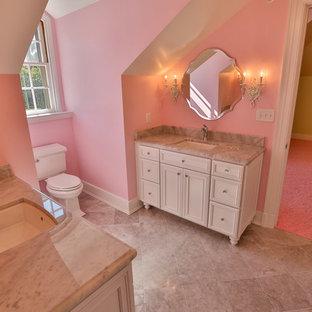 Ejemplo de cuarto de baño con ducha, romántico, de tamaño medio, con paredes rosas, armarios con paneles empotrados, puertas de armario blancas, sanitario de dos piezas, suelo de baldosas de cerámica, lavabo bajoencimera, encimera de cuarcita y suelo beige