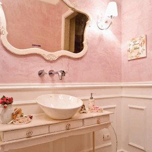 Immagine di una stanza da bagno con doccia shabby-chic style di medie dimensioni con ante a persiana, ante beige, piastrelle rosa, lavabo a consolle e top in legno