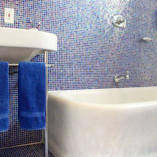 Exemple Du0027une Petite Salle De Bain Principale Chic Avec Un Plan Vasque, Une