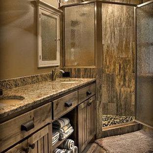 На фото: главные ванные комнаты в стиле рустика с фасадами в стиле шейкер, искусственно-состаренными фасадами, угловым душем, коричневыми стенами, паркетным полом среднего тона, врезной раковиной, столешницей из гранита, коричневым полом и душем с распашными дверями