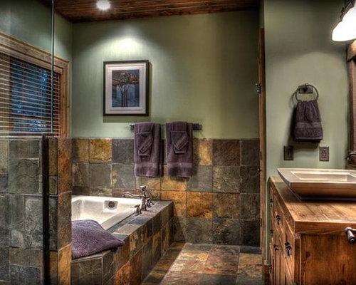 Stanza da bagno con piastrelle in ardesia e pareti verdi - Piastrelle ardesia ...