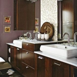 Immagine di una grande stanza da bagno padronale contemporanea con ante in stile shaker, ante in legno bruno, WC a due pezzi, piastrelle beige, piastrelle a mosaico, pareti viola, pavimento in cementine, lavabo a bacinella, top in marmo e pavimento nero