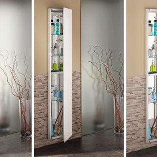 На фото: большая главная ванная комната в стиле модернизм с стеклянными фасадами, разноцветной плиткой, стеклянной плиткой, бежевыми стенами и полом из керамической плитки с