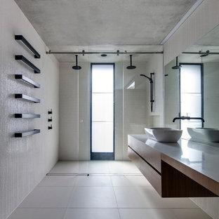 Salle De Bain Moderne Avec Carrelage En Mosaique Photos Et Idees