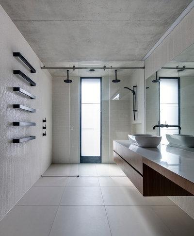 Moderne Salle de Bain by Nobbs Radford Architects