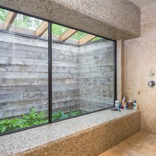 Foto de cuarto de baño principal, rural, de tamaño medio, con armarios con paneles lisos, puertas de armario de madera clara, ducha empotrada, baldosas y/o azulejos de piedra, lavabo bajoencimera, encimera de granito y ducha con puerta con bisagras