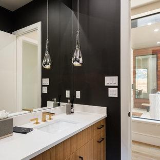 ダラスのコンテンポラリースタイルのおしゃれなバスルーム (浴槽なし) (フラットパネル扉のキャビネット、黒い壁、珪岩の洗面台、白い洗面カウンター、中間色木目調キャビネット、アンダーカウンター洗面器) の写真
