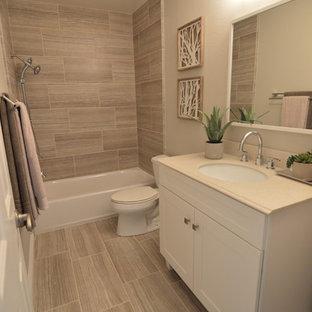 Inspiration för mellanstora moderna badrum med dusch, med skåp i shakerstil, vita skåp, en dusch/badkar-kombination, en toalettstol med separat cisternkåpa, beige väggar, ett undermonterad handfat och bänkskiva i akrylsten