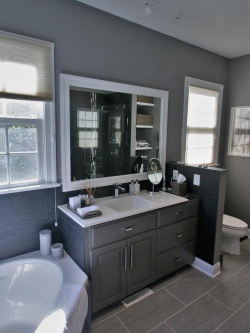 salle de bain avec une baignoire d 39 angle et un sol en ardoise photos et id es d co de salles. Black Bedroom Furniture Sets. Home Design Ideas