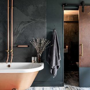 На фото: главная ванная комната в современном стиле с отдельно стоящей ванной, серой плиткой, металлической плиткой, деревянным полом и столешницей из меди с