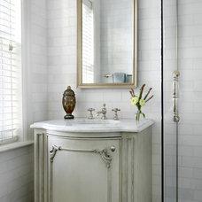 Traditional Bathroom by MILIEU