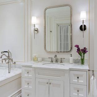 Ispirazione per una piccola stanza da bagno padronale classica con consolle stile comò, ante bianche, vasca sottopiano, WC a due pezzi, pavimento in marmo, lavabo sottopiano, top in marmo, pavimento bianco e top turchese