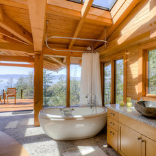Rustic Bathroom by Kettle River Timberworks Ltd.
