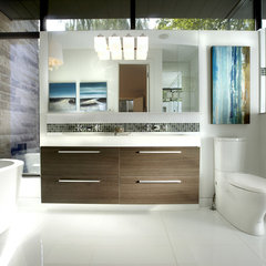 modern bathroom by En2 Development Corp